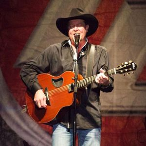 Tracy Lawrence Fremont Street Experience