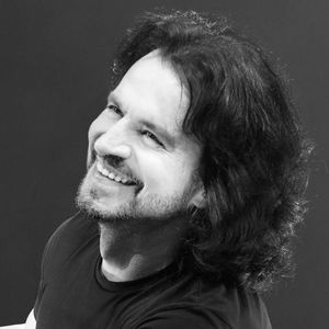 Yanni Nikon at Jones Beach Theater