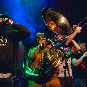 PitchBlak Brass Band (le) poisson rouge