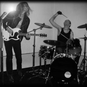 VELVETBOMB Monty's Rock Bar