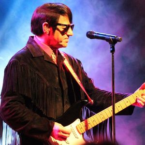 Barry Steele as Roy Orbison