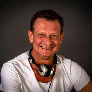 DJ Heinz F. Laden Cafe Pomale