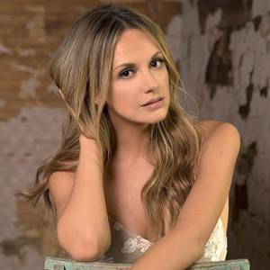 Carly Pearce Blue Hill