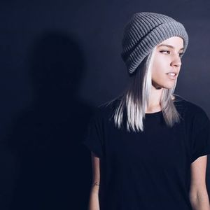 Lee K (US) Olivia Valere