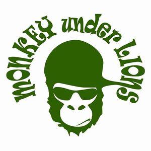 Monkey Under Lions Aue