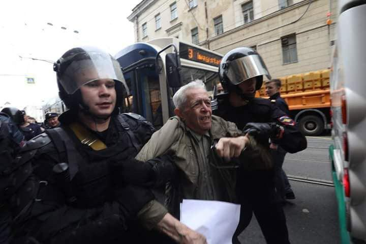 Police Arrest 1195 Activists During the Russian Pension Riot