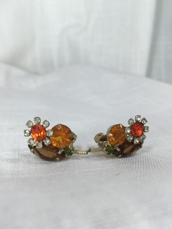 la boudoir miami orange flower clip earrings (1)