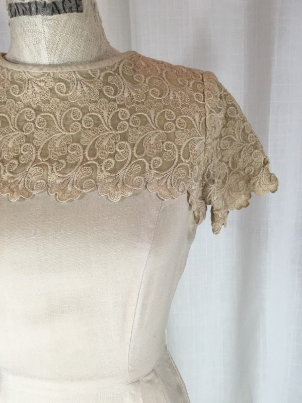 1f9d3dd8b86 Vintage 1950 s Beige Lace   Linen Dress