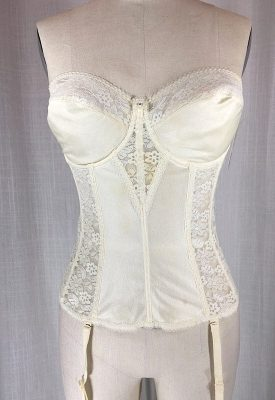 la-boudoir-miami-cream-lace-bustier-with-garters-2