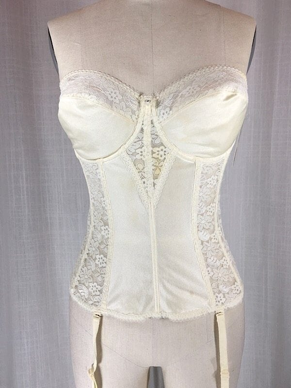 la-boudoir-miami-cream-lace-bustier-with-garters-2