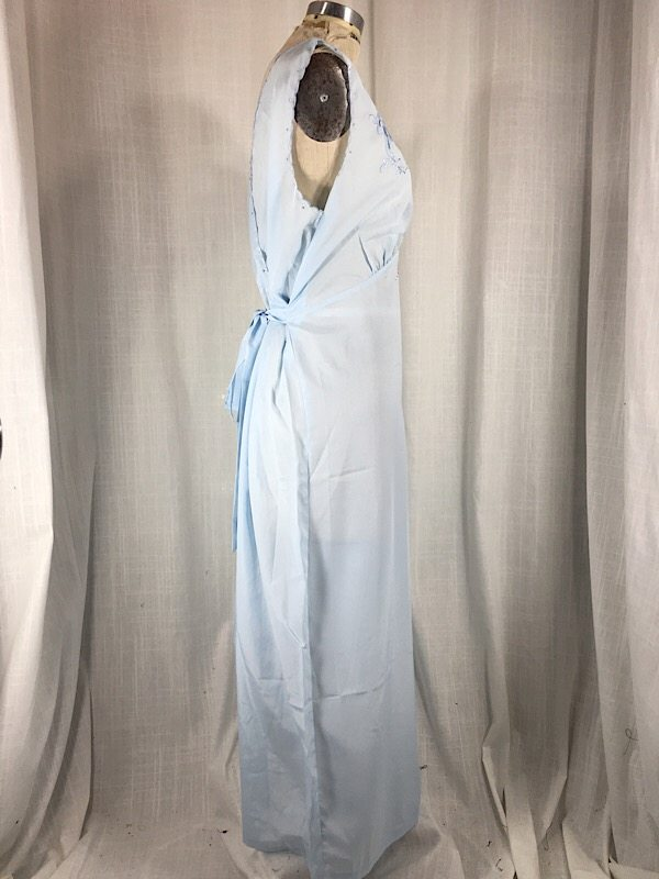 la-boudoir-miami-1970s-light-blue-embroidered-peignoir-set-2