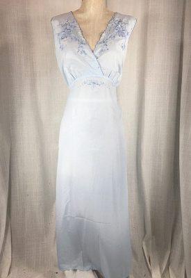 la-boudoir-miami-1970s-light-blue-embroidered-peignoir-set-1