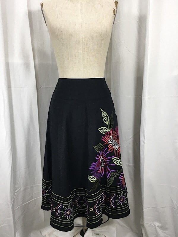 la-boudoir-miami-black-a-line-embroidered-skirt-2