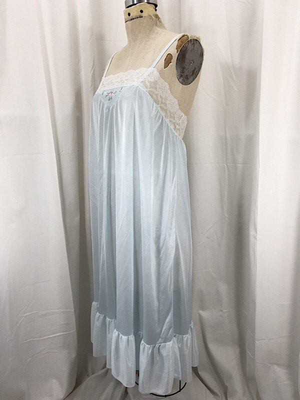 la-boudoir-miami-1960s-light-blue-embroidered-nightgown-2