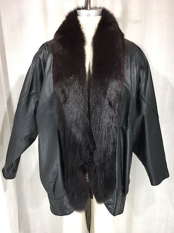 la-boudoir-miami-1980s-black-oversized-leather-jacket-with-silver-fox-collar-1