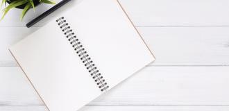 白色空白笔记本733857清单