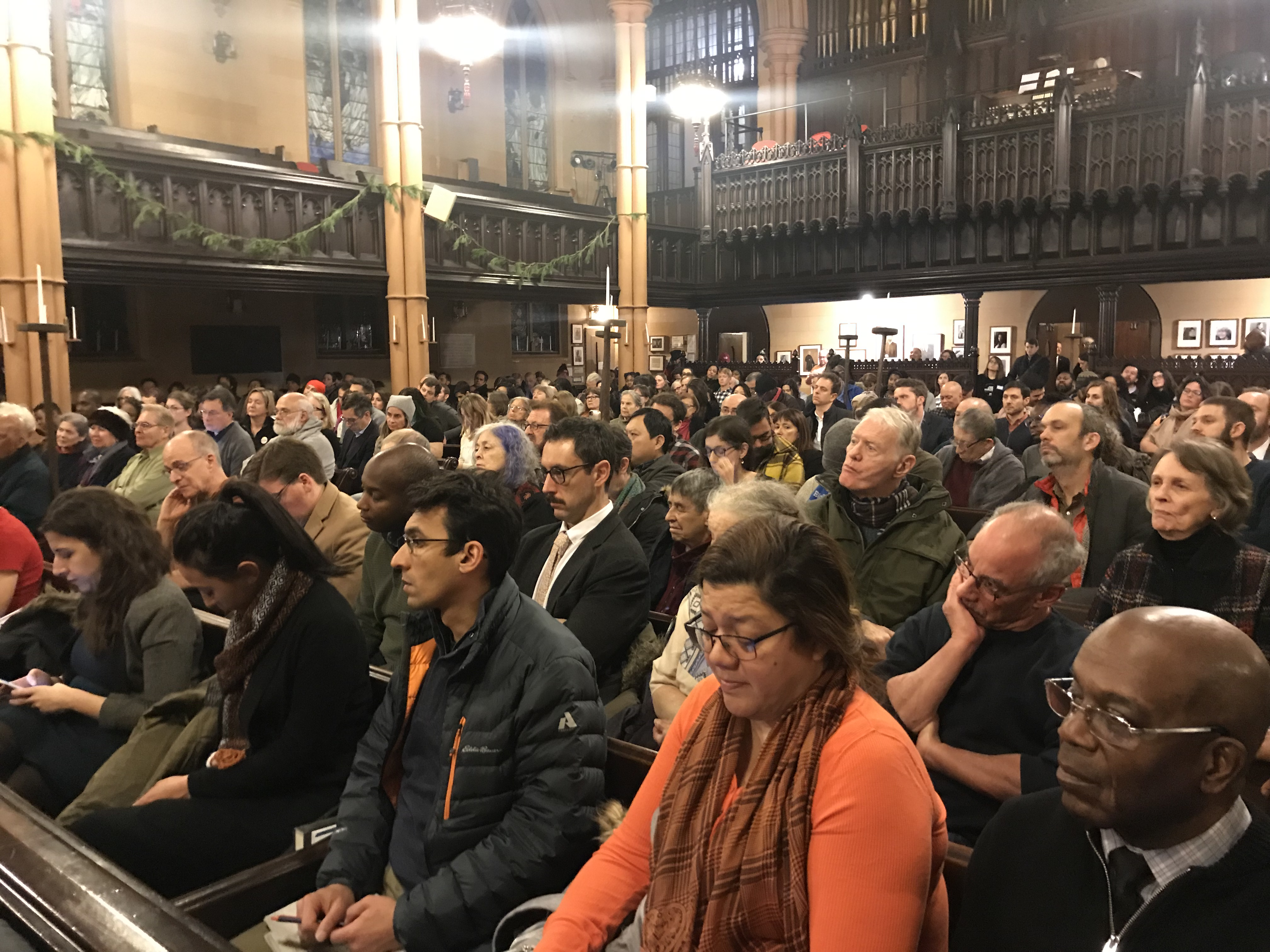A packed house for the Brooklyn Heights Public Advocate's forum at the First Unitarian Congregational Society in Brooklyn Heights (Photo: Kadia Goba/Bklyner)