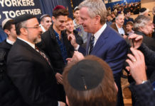 Mayor Bill de Blasio during anti-Semitic rally at Kingsway Jewish Center (Photo: Todd Maisel)