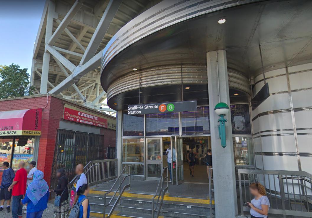 Man Looking At Subway Map.Man Slashed At Smith 9th Street Subway Station Bklyner