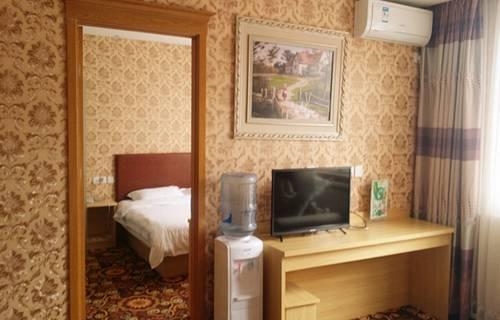 Super 8 Motels Capital Airport