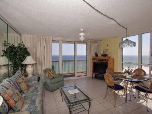 Pelican Beach Resort 1011