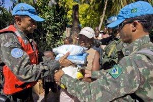 MINUSTAH Peacekeepers Distribute Food Rations. Photo: UN Photo/Marco Dormino