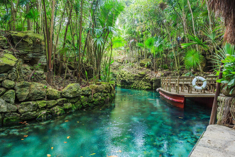 Si vas a viajar con niños a Cancún, los parques temáticos son una buena opción. Xcaret es el más famoso