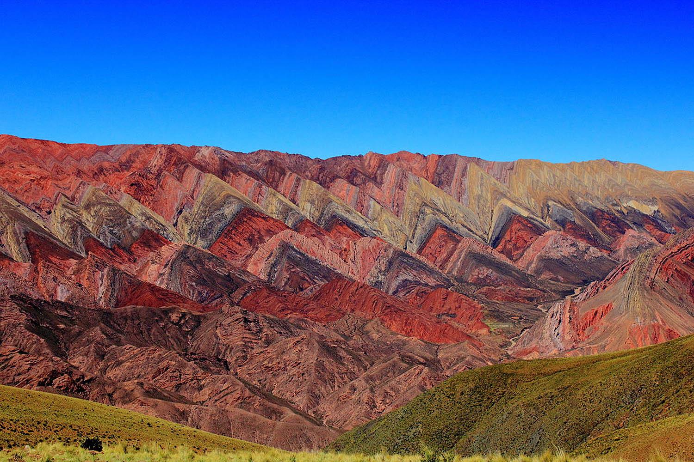 El Cerro de los Siete Colores es el más popular en Argentina, pero la sierra de Hornocal no tiene nada que envidiarle