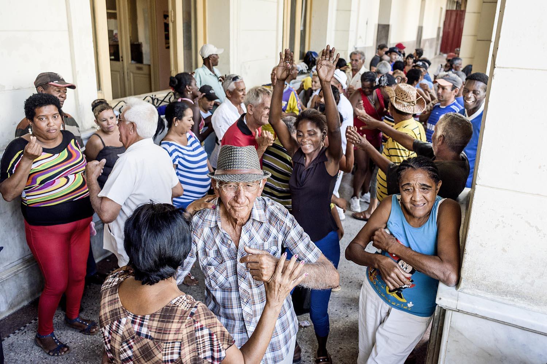 """""""La gente de Cuba tiene esa alegría... esa alegría contagiosa"""", donde la música y el baile son protagonistas"""