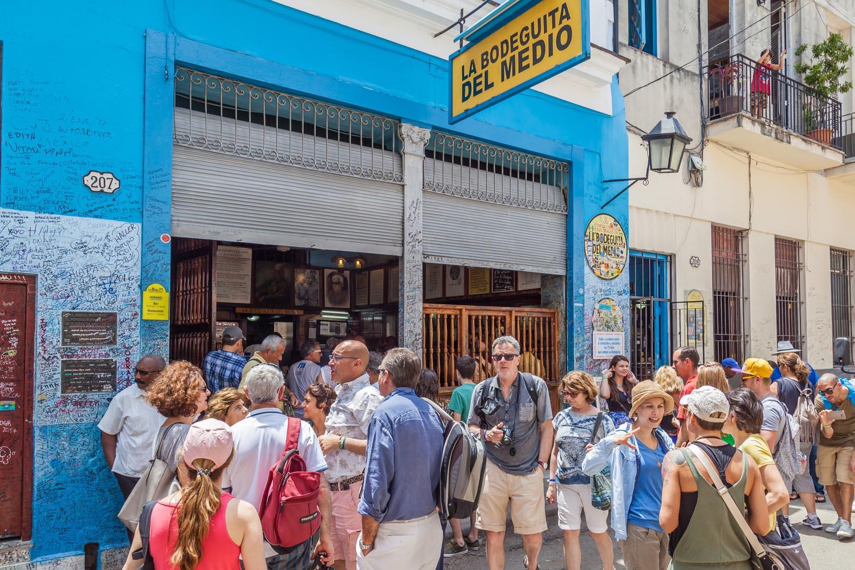 La Bodeguita del Medio, un lugar emblemático de la Habana, donde Hemingway para a tomar mojito