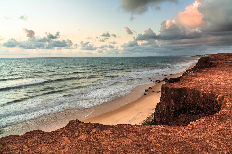 Las playas en Pipa son acantiladas y unas de las mejores playas del Norte de Brasil