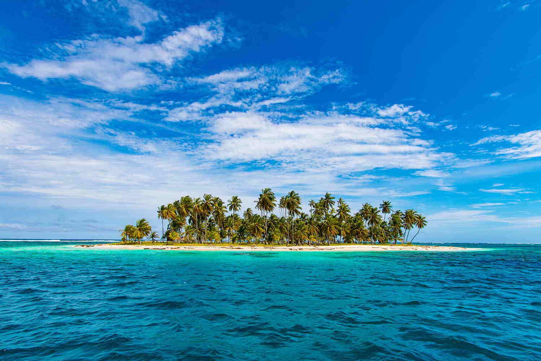 El paisaje es de ensueño: playas desérticas de arena blanca, bancos de arena, cayos yun mar tan tranquilo como una pileta