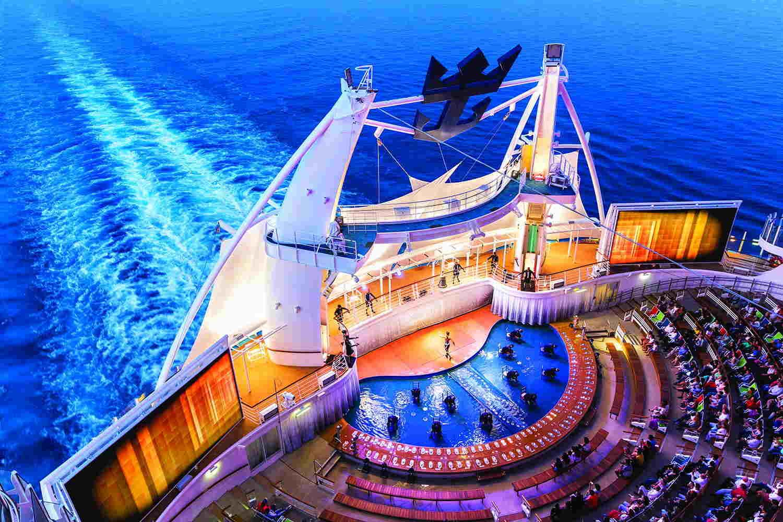 Este es el Aquatheatre, un anfiteatro acuático, donde vas a disfrutar de increíbles vistas al mar