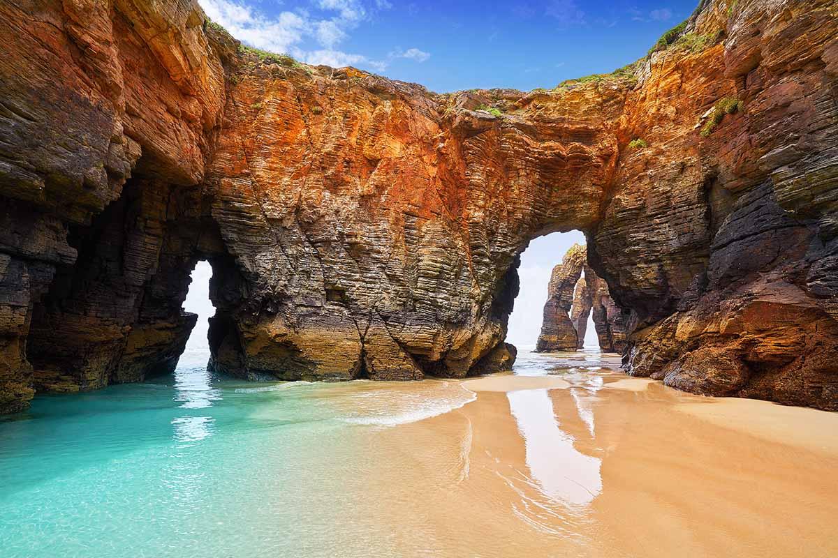 Con la playa de las Catedrales, los gallegos pueden jactarse de tener una de las playas más exóticas del mundo