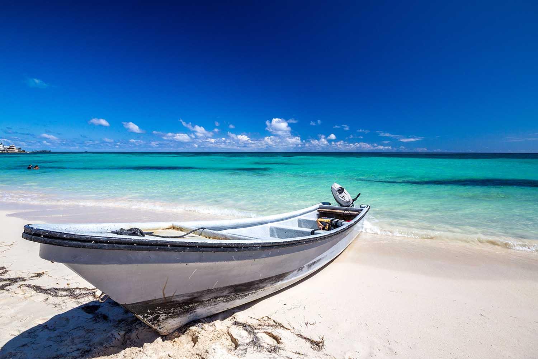 """Una de las playas más lindas de la Isla de San Andrés es Sound Bay, donde está el famoso restaurant """"Donde Francesca"""""""