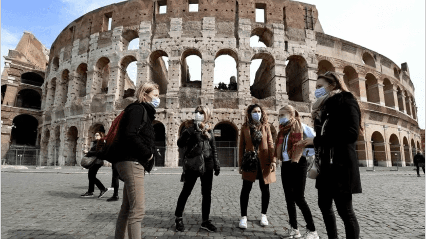 Ahora es obligatorio el uso de barbijos o tapabocas de parte de los visitantes para ingresar al Coliseo romano