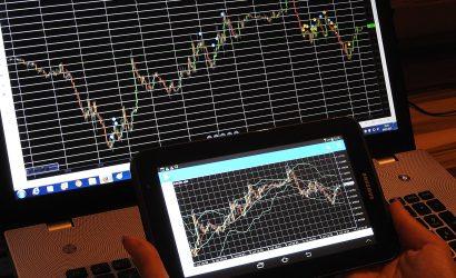 ما الفرق بين التداول والاستثمار في الأسواق المالية؟