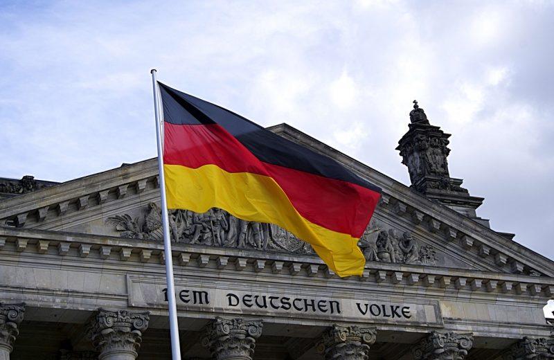 ألمانيا تسجل أسوأ نمو سنوي منذ عام 2013 ولكن تتفادى الركود