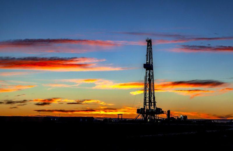 أسعار النفط العالمي تهبط 10% بشكل مفاجىء.