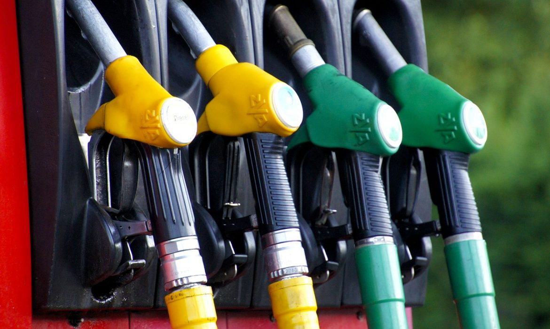 النفط يقفز 5% وجولدمان ساكس وشيفرون يدفعان الداو لمستوى قياسي