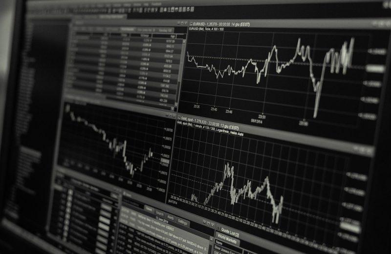 استمرار تباين وتقلب أداء مؤشرات الأسهم العالمية الكبرى والنفط