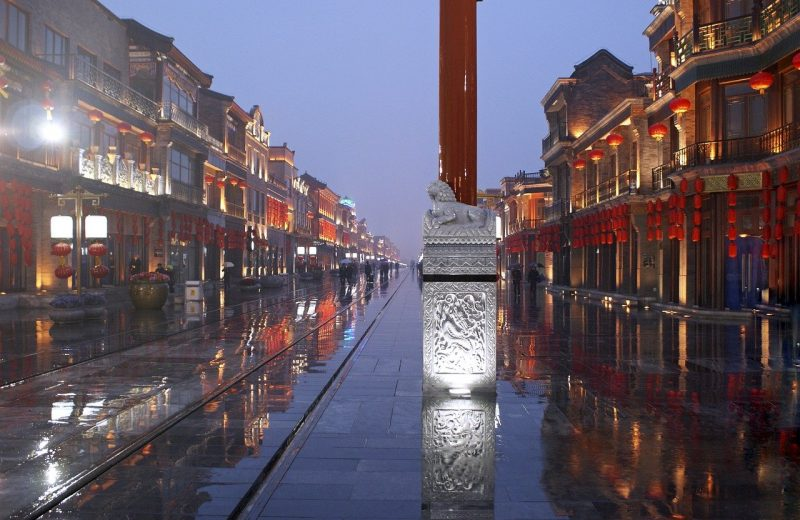 بكين تعيد فرض قيود السفر لوقف الإصابات الجديدة بفيروس كورونا