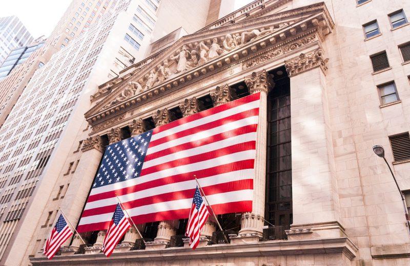 الأسهم تفتتح على ثبات بسبب أخبار لقاح كورونا و التحفيز المالي الأمريكي