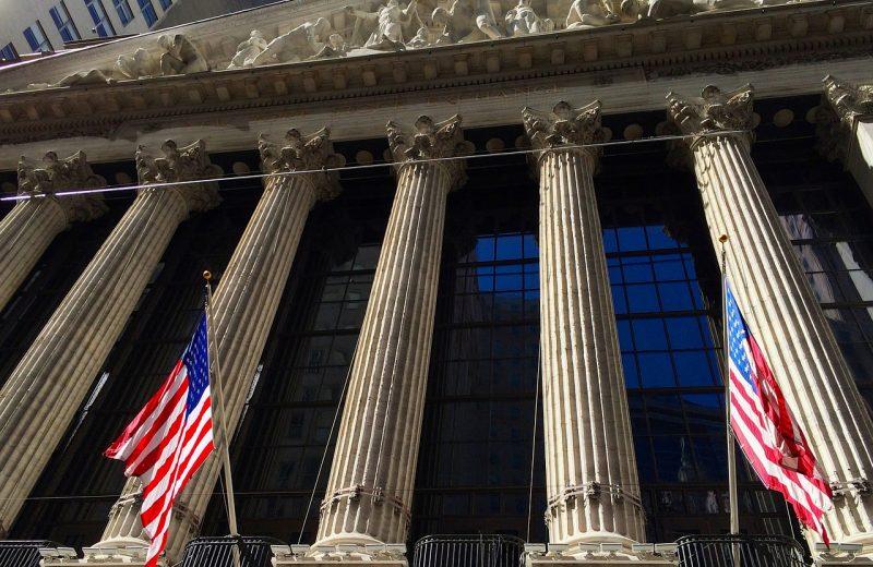 عوائد سندات الخزانة تنخفض حيث يراقب المستثمرون البيانات الاقتصادية