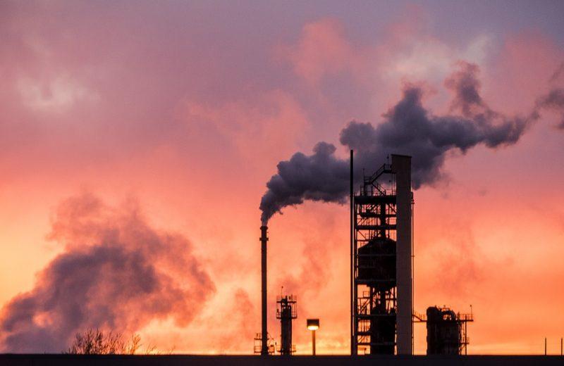 أوبك وحلفاؤها يناقشون المزيد من تخفيضات انتاج النفط