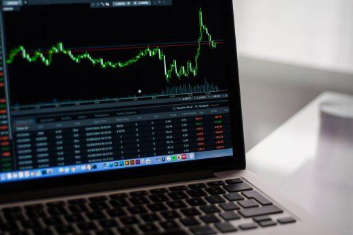 تباين أسواق الاسهم ومكاسب محتملة للنفط والدولار الاسترالي
