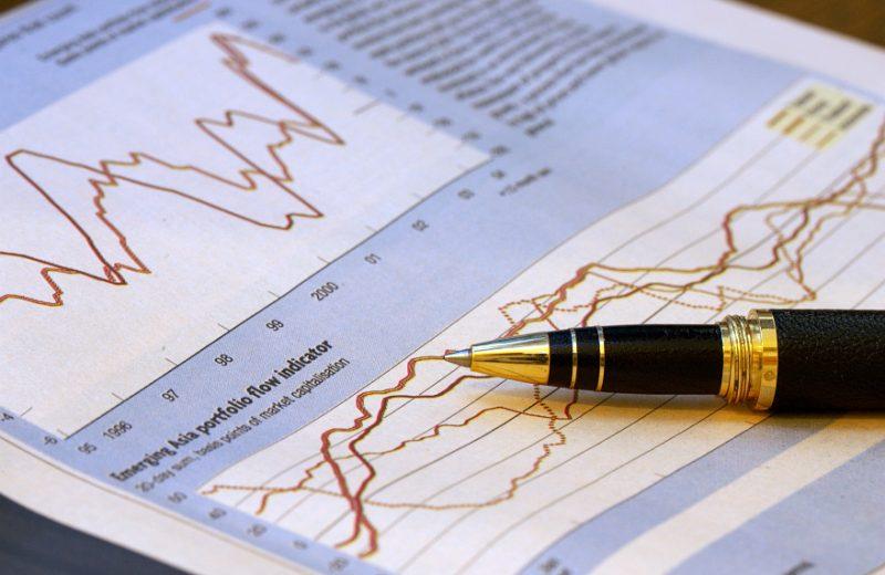 مستويات قياسية لمؤشرات الاسهم الكبرى والذهب يستفيد من تراجع العوائد