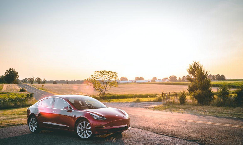 سهم تسلا يقفز بعد إضافة شركة صناعة السيارات إلى مؤشر ستاندرد أند بورز