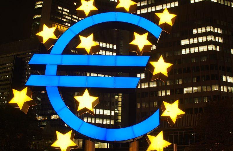تقلص النشاط التجاري في منطقة اليورو إلى أدنى مستوى في ستة أشهر بسبب عمليات الإغلاق الجديدة