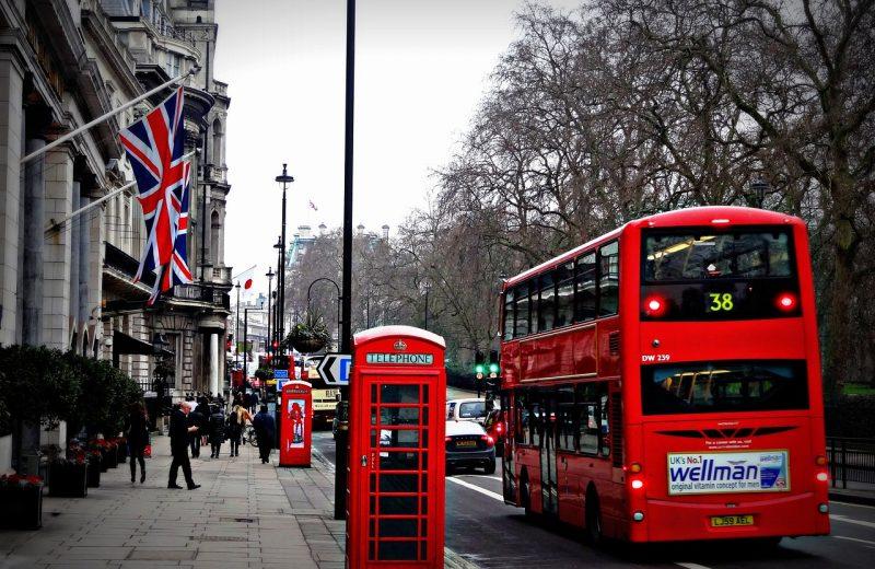المملكة المتحدة توافق على لقاح كورونا من فايزر و بيون تك، و مقرر طرحه الأسبوع المقبل